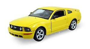 Kovový model Welly 2005 Mustang GT - žlutý * *